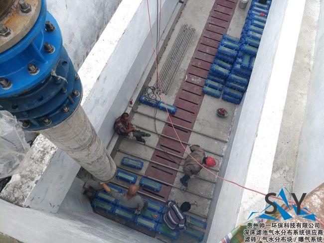 P80822 182039 650x488 - 帅一环保反硝化滤池气水分布系统(滤砖)安装现场照片