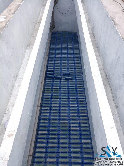 P80822 182252 488x650 - 帅一环保反硝化滤池气水分布系统(滤砖)安装现场照片
